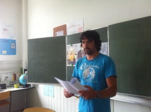 Foto vorlesende Lehrperson Juli 2015